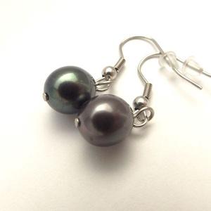 Fekete tenyésztett gyöngy fülbevaló /nemesacél/ , Ékszer, Fülbevaló, Különleges fekete (kicsi fémes-lilás árnyalattal) 10 mm-es tenyésztett gyöngy fülbevaló. Elegáns, sz..., Meska
