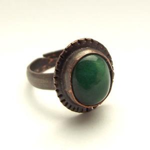 Malachit vörösréz gyűrű, Ékszer, Gyűrű, Statement gyűrű, Gyönyörű ovális malachit ásvány követ foglaltam bele ebbe a vörösréz gyűrűbe. Egyedi termék, nem tud..., Meska
