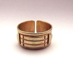 Atlantiszi gyűrű , Ékszer, Gyűrű, Ékszerkészítés, Ötvös, Egyedi kézműves sárgaréz gyűrű, védelmező Atlantiszi motívummal.\n\nNyitott, 1-2 méretet lehet rajta á..., Meska
