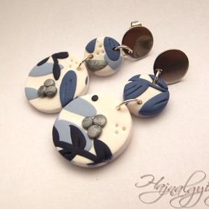 Kék virágoskert fülbevaló - I. NEMESACÉL, Ékszer, Fülbevaló, Süthető gyurmából készült egyedi mintájú fülbevaló. Kék, fehér, ezüst. Minden fém rész nemesacél (or..., Meska