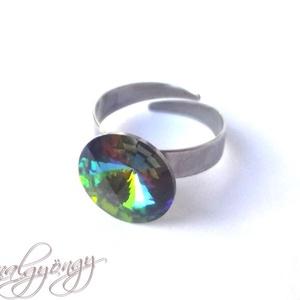 Swarovski gyűrű - VITRAIL MEDIUM /nemesacél/ , Szoliter gyűrű, Gyűrű, Ékszer, Ékszerkészítés, 14 mm-es Swarovski RIVOLI  kristályt ölel körbe a nemesacél (304) foglalat.\nGyönyörű, a szivárvány m..., Meska