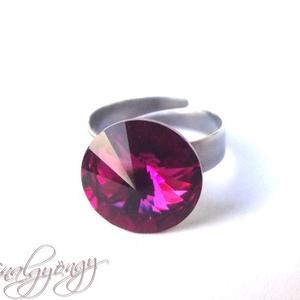 Swarovski gyűrű - FUCHSIA /nemesacél/ , Szoliter gyűrű, Gyűrű, Ékszer, Ékszerkészítés, 14 mm-es Swarovski RIVOLI  kristályt ölel körbe a nemesacél (304) foglalat.\nÁllítható gyűrűalap.\n\nAN..., Meska