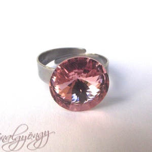 Swarovski gyűrű - LIGHT ROSE/nemesacél/ , Ékszer, Gyűrű, 14 mm-es Swarovski RIVOLI  kristályt ölel körbe a nemesacél (304) foglalat. Állítható gyűrűalap.  AN..., Meska