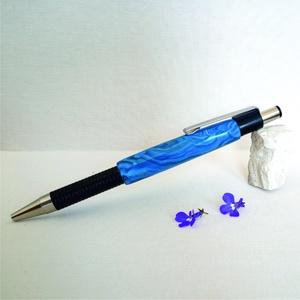 Kékellő, a kék árnyalatai golyóstollon, Ceruza & Toll, Papír írószer, Otthon & Lakás, Gyurma, A toll készítésekor egyszerűen csak belefeledkeztem a kék szín sokrétűségébe, az árnyalatok játékába..., Meska