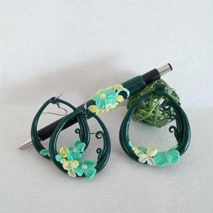 Zöld kert tollszett díszdobozzal, Otthon & Lakás, Papír írószer, Ceruza & Toll, Gyurma, A szett egy golyóstollból és egy ékszer-kollekcióból áll. A szettet a zöld szín árnyalatainak harmón..., Meska
