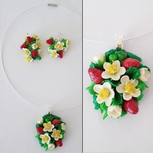 Eper virág szett, fürtös fülbevaló és nyaklánc, Ékszer, Ékszerszett, Gyurma, A szett egy pár fülbevalóból és egy nyakláncból (fehér horgonyzott fém nyaklánc és medál) áll.\nAz ék..., Meska