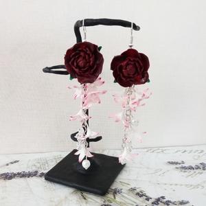Alkalmi, fürtös fülbevaló, bazsarózsa, Ékszer, Fülbevaló, Lógó fülbevaló, Gyurma, A borvörös és halvány rózsaszín kis virágokat kézzel, sziromról-sziromra építettem fel: így valóban ..., Meska