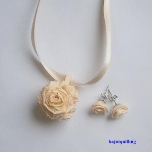 Rózsalabdás ékszer, Ékszer, Ékszerszett, Ékszerkészítés, Papírművészet, Vajszínű papírcsíkból készített ékszerszett. A medál 6 db rózsából áll, amely labda formában van öss..., Meska