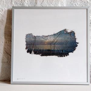 Napváró a Copacabanán, 2006, pálmakéregre nyomva 2019, Művészet, Fotográfia, Fotó, grafika, rajz, illusztráció, Azt a férfit, aki ezen a képen az óceánba gázolva várja végig a napkeltét, hajnalban, a szállodai sz..., Meska