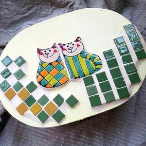 Cica páros nagy mozaikos doboz kincsesláda ládika érkszerdoboz, Láda, Tárolás & Rendszerezés, Otthon & Lakás, Mozaik, Üvegművészet, Nagyon kedves és vidám darab. Alapja fa, fémcsattal záródik. Díszítése kerámia mázas mini mozaikkock..., Meska