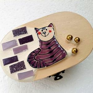 Cicás macskás mozaik rusztikus fadoboz ékszerdoboz kincsesládika, Lakberendezés, Otthon & lakás, Tárolóeszköz, Doboz, Dekoráció, Festett tárgyak, Mozaik, Nagyon kedves és vidám darab. Alapja fa, fémcsattal záródik. Díszítése üvegmozaik, mozaikgyöngy és e..., Meska