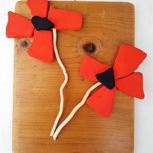Piros tűzpiros vörös minimál pipacs virág kavicskép - 3D falikép dekoráció természetes kő kép, Dekoráció, Otthon & lakás, Lakberendezés, Falikép, Famegmunkálás, Mozaik, A kép kézműves technikával készült. \nmérete: 20 cm x 26 cm\n\nRusztikus, csiszolt, kezelt és lakkozott..., Meska