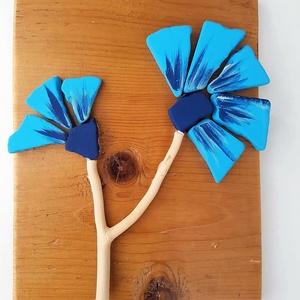 Kék búzavirág kavicskép - 3D  virág falikép dekoráció természetes kő kép, Dekoráció, Otthon & lakás, Lakberendezés, Falikép, Famegmunkálás, Mozaik, A kép kézműves technikával készült. \nmérete: 20 cm x 26 cm\n\nRusztikus, csiszolt, kezelt és lakkozott..., Meska