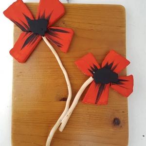 Piros fekete pipacs virág kavicskép - 3D falikép dekoráció természetes kő kép, Dekoráció, Otthon & lakás, Lakberendezés, Falikép, Famegmunkálás, Mozaik, A kép kézműves technikával készült. \nmérete: 20 cm x 26 cm\n\nRusztikus, csiszolt, kezelt és lakkozott..., Meska
