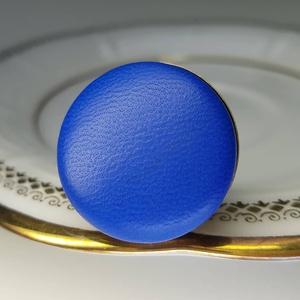Kék préselt valódi bőr gyűrű, Ékszer, Táska, Divat & Szépség, Gyűrű, Klasszikus, letisztult darab ez a kellemes, kék gombfej betétes gyűrű.  A 25 mm -es betét igazi prés..., Meska