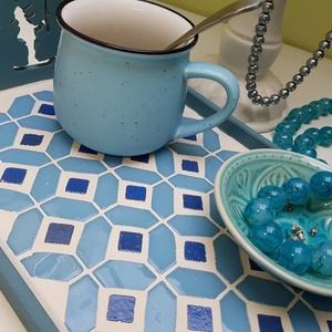 Kék horgász lenkék, menta - kék - fehér mozaik tálca, Tálca, Konyhafelszerelés, Otthon & Lakás, Famegmunkálás, Mozaik, Férfi társainknak is kedveskedő kínáló tálca - kék árnyalatú spanyol üvegmozaikokkal díszítve. Minde..., Meska