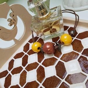 Barna fehér csokibarna népmese madárkás mozaik tálca  kávé és tea kínáló rácsossüti mintával, Otthon & lakás, Lakberendezés, Konyhafelszerelés, Tálca, Asztaldísz, Nagyon kedves kínáló tálca - A magyar népmesék madárkája inspirálta hangulatát hozza, barna, bézs, f..., Meska