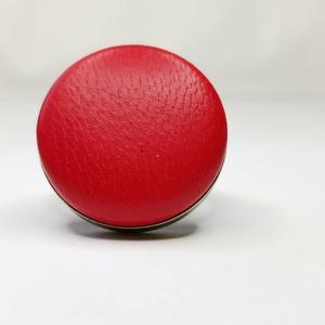 Piros valódi bőr gyűrű, Ékszer, Gyűrű, Táska, Divat & Szépség, Bőrművesség, Mindenmás, Klasszikus, letisztult darab ez a kellemes, tűzpiros gombfej betétes gyűrű. \nA 25 mm -es betét igazi..., Meska