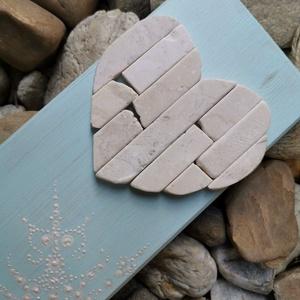 Mozaik szív kavics kép - Vintage babakék fehér - 3D falikép dekoráció természetes kő kép, Otthon & lakás, Dekoráció, Lakberendezés, Falikép, Famegmunkálás, Mozaik, A kép kézműves technikával készült, természetes alapanyagokból. \n\nKampó és akasztó nélkül mérve az a..., Meska