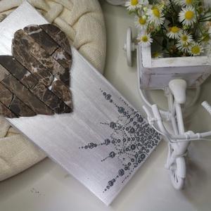 Szívecske falikép gyöngyházfényes ezüst fehér vintage mozaik szív kavics kép- 3D falikép dekoráció természetes kő kép, Kép & Falikép, Dekoráció, Otthon & Lakás, Famegmunkálás, Mozaik, A kép kézműves technikával készült, természetes alapanyagokból. \n\nKampó és akasztó nélkül mérve az a..., Meska