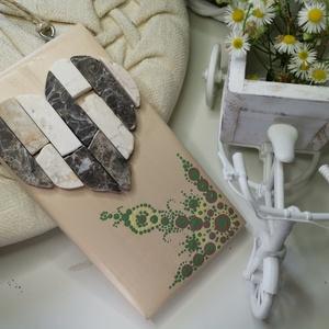 Vintage barna fehér beige mozaik szív  kavics kép- 3D falikép dekoráció természetes kő kép, Otthon & lakás, Dekoráció, Lakberendezés, Falikép, Famegmunkálás, Mozaik, A kép kézműves technikával készült, természetes alapanyagokból. \n\nKampó és akasztó nélkül mérve az a..., Meska