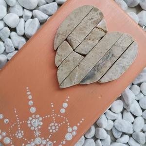 Barack beige vintage mozaik szív  kavics kép- 3D falikép dekoráció természetes kő kép, Otthon & lakás, Dekoráció, Lakberendezés, Falikép, Famegmunkálás, Mozaik, A kép kézműves technikával készült, természetes alapanyagokból. \n\nKampó és akasztó nélkül mérve az a..., Meska
