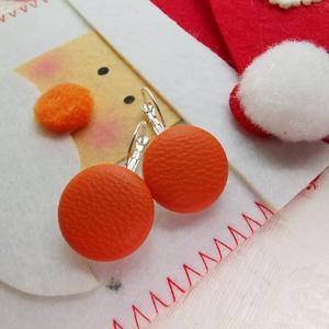 Narancssárga makaron valódi bőr klasszikus mono fülbevaló, Ékszer, Lógós fülbevaló, Fülbevaló, Az ár egy pár fülbevalóra vonatkozik.  Elegáns darab ez az egyszerű gombfej betétes fülbevaló. A 20 ..., Meska