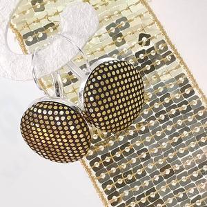 Arany apró pöttyös színjátszó makaron fülbevaló, Lógós fülbevaló, Fülbevaló, Ékszer, Ékszerkészítés, Mindenmás, Az ár egy pár fülbevalóra vonatkozik.\n\nElegáns darab ez az egyszerű gombfej betétes fülbevaló.\nA 20 ..., Meska