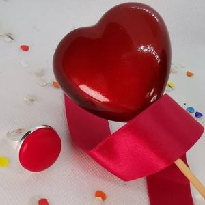 Piros valódi bőr makaron gyűrű - kicsi, Ékszer, Gyűrű, Bőrművesség, Mindenmás, Klasszikus és elegáns darab ez a formájában egyszerű gomb betétes gyűrű. \nA 2 cm-es betét igazi prés..., Meska