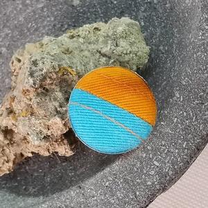Kék narancs tűzött  makaron gyűrű, Ékszer, Táska, Divat & Szépség, Gyűrű, Különleges darab ez a vidám gombfej betétes gyűrű.  A 25 mm -es betét igazi présgéppel készült - ez ..., Meska