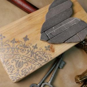 Falikép szívecske Mozaik grafit szürke kő szív kép csipke mandala díszítéssel - 3D falikép dekoráció természetes kőkép, Mandala, Dekoráció, Otthon & Lakás, Famegmunkálás, Mozaik, A kép kézműves technikával készült, természetes alapanyagokból, hátoldalán fém akasztóval. \nEzüst fe..., Meska