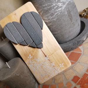 Szívecske Vintage mozaik szürke kő szív kép fehér csipke mandala díszítéssel, Mandala, Dekoráció, Otthon & Lakás, Famegmunkálás, Mozaik, A kép kézműves technikával készült, természetes alapanyagokból, hátoldalán fém akasztóval. \nFestett ..., Meska