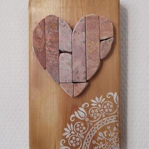 Szívecske falikép Mozaik vöröses kő szív kép fehér vintage csipke mandala díszítéssel, Mandala, Dekoráció, Otthon & Lakás, Famegmunkálás, Mozaik, A kép kézműves technikával készült, természetes alapanyagokból, hátoldalán fém akasztóval. \nFestett ..., Meska