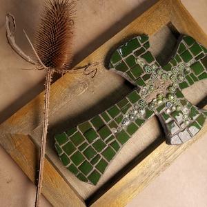 Kereszt - zöld, méregzöld - mozaik vintage falikereszt, falidísz, Falra akasztható dekor, Dekoráció, Otthon & Lakás, Famegmunkálás, Mozaik, A kép kézműves technikával készült, festett fa alapra, mázas kerámia mozaik és millefiori üvegvirágo..., Meska