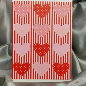 Egy tucat szív  - piros  rózsaszín képeslap, üdvözlőlap, ajándékkísérő : HMB2103_63, Otthon & Lakás, Papír írószer, Képeslap & Levélpapír, Standard méretű kinyítható üdvözlőlap  16 x 11cm-es hozzáíllő síznes borítékkal. Használható mint ké..., Meska