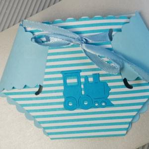 Kisfiú pelenkaalakú babaváró meghívó, megérkeztem lap, keresztelő, névadó, szülinap, üzenőkártya : HMB2106_14, Otthon & Lakás, Papír írószer, Meghívó, Papírművészet, Nagyon kedves, aranyos kis 3D pelenka :D szaténszalaggal diszítve,  hozzáíllő 16 x 11.5 cm-es boríté..., Meska