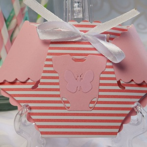 Kislány pelenkaalakú babaváró meghívó, megérkeztem lap, keresztelő, névadó, szülinap, üzenőkártya : HMB2106_27, Otthon & Lakás, Papír írószer, Meghívó, Papírművészet, Nagyon kedves, aranyos kis 3D pelenka :D szaténszalaggal diszítve,  hozzáíllő 16 x 11.5 cm-es boríté..., Meska