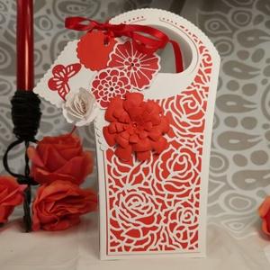 Elegáns piros fehér csipke ajándékátadó táska díszdoboz: HMB2107_35, Karácsony, Karácsonyi ajándékozás, Karácsonyi ajándékcsomagolás, Papírművészet, Meska
