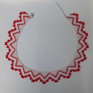 Piros-fehér gyöngy nyaklánc, Ékszer, Nyaklánc, Gyöngyös nyaklác, Ékszerkészítés, Gyöngyfűzés, gyöngyhímzés, Miyuki gyöngyből szőtt népi stílusú nyaklánc, hossza 41 cm + 4 cm-rel hosszabbítható., Meska