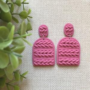 JUMPER pink gyurma fülbevaló , Ékszer, Fülbevaló, Lógós fülbevaló, Ékszerkészítés, Gyurma, Kézzel készült egyedi fülbevaló szett, pink színű süthető ékszergyurma felhasználásával. Ezüst színű..., Meska