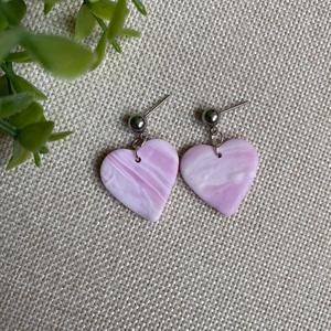 LOTTI rózsaszín gyurma fülbevaló, Ékszer, Fülbevaló, Lógós fülbevaló, Ékszerkészítés, Gyurma, Kézzel készült egyedi fülbevaló, rózsaszín, lila és fehér színű süthető ékszergyurma felhasználásáva..., Meska