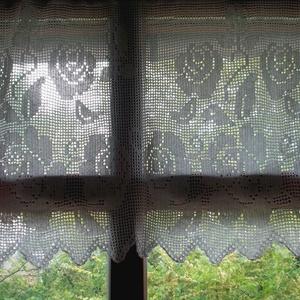Rózsa csokor az ablakomban.-Angol vidéki stilusúHorgolt,vitrázs  fehér csipke függöny (HANDMAKE) - Meska.hu