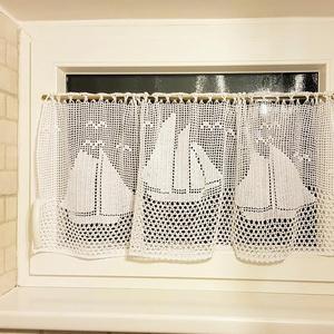 Vitorlás hajók-Horgolt fehér vitrázs függöny, Otthon & Lakás, Függöny, Lakástextil,  Egyedi méretű kis fürdőszobai ablakokra készültek saját terveim alapján ezek a hangulatos kis függö..., Meska