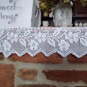 Futó  virágok-Fehér horgolt vintage stílusú csipke polc csík, Otthon & Lakás, Lakástextil, Kora tavasz ihlette ezt a kis virág csíkos polc csíkot,mely jól mutat egy szép modern,vagy akár egy ..., Meska