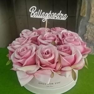 Rózsabox ballagásra, Otthon & Lakás, Virágkötés, Gyönyörű, prémium minőségű rózsákat használtam ehhez az örök boxhoz. Egy igazi újdonság. Formabontó ..., Meska
