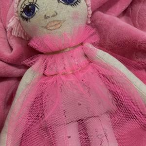 Mimi textilbaba , Játék & Gyerek, Baba & babaház, Öltöztethető baba, Baba-és bábkészítés, Festett tárgyak, Mimi textilbaba.: Egyedi kézzel készített textilbaba. Részben öltöztethető. Arca festett, haja gondo..., Meska