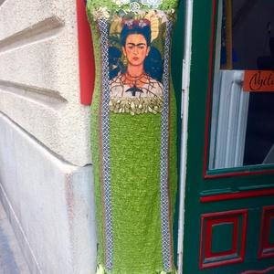 Frida Kahlo- s almazöld maxi ruha, Ruha & Divat, Női ruha, Ruha, Varrás, Frida Kahlo ihlette almazöld rugalmas hosszúruha . A művésznő önarcképével és sok gyönyörűhímzéssel ..., Meska