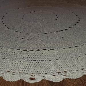 Horgolt fehér szőnyeg, Otthon & Lakás, Lakástextil, Szőnyeg, Horgolás, Kör alakú, horgolt fehér szőnyeg. \nÁtmérője: 140 cm. \n30 fokon mosható.\n, Meska