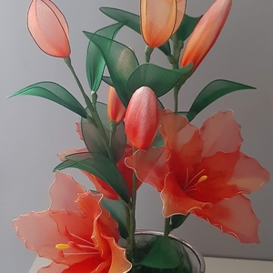 Narancssárga liliom, Otthon & lakás, Dekoráció, Csokor, Dísz, Ünnepi dekoráció, Virágkötés, A narancssárga csodás színeiben játszó liliom.\nMagassága kb 40 cm,3 hatalmas virággal és 6 bimbóval...., Meska