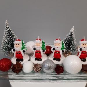 Télapós adventi asztaldísz, Otthon & Lakás, Karácsony & Mikulás, Adventi koszorú, Mindenmás, Télapó formájú gyertyákkal készült adventi asztaldísz,fenyőkkel,apróságokkal,26 cm-es üveg alappal.\n..., Meska